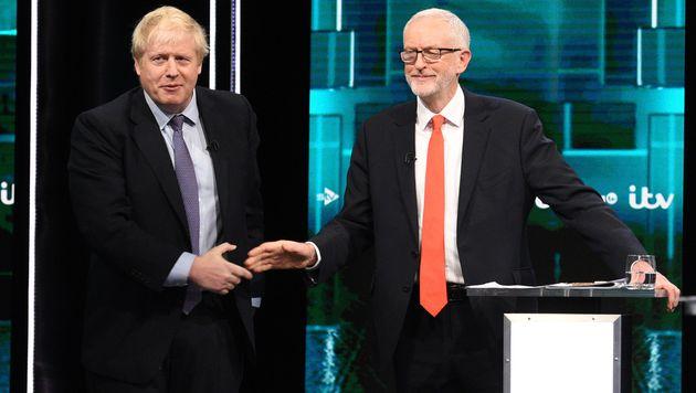 Le Premier ministre britannique Boris Johnson et le chef du parti travailliste Jeremy Corbyn avant leur...