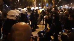 La Guardia Urbana de Barcelona desaloja a los acampados de Plaza