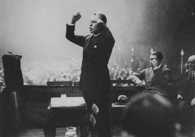 José Antonio Primo de Rivera, durante un mitin en Bilbao, en febrero de