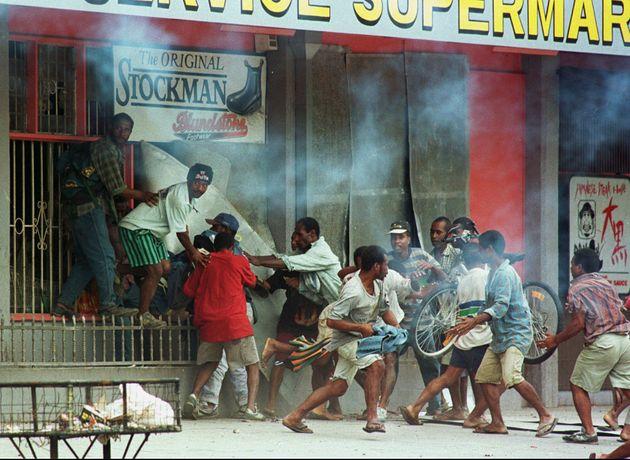 Εικόνες από τις ταραχές...