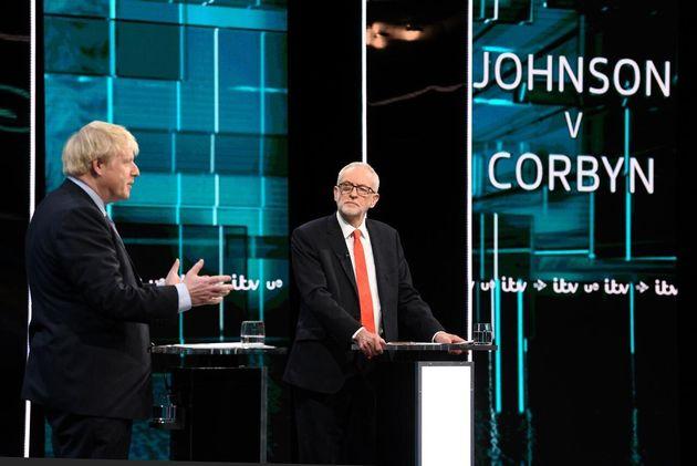 Johnson y Corbyn durante el debate