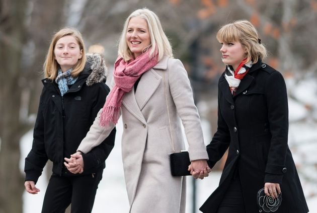 Catherine McKenna (centre) était ministre de l'Environnement avant la dissolution du
