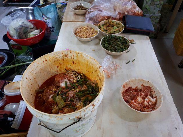 경기도 특별사법경찰단은 지난달 10일부터 23일까지 도내 배달전문 음식점 550개소를 대상으로 수사한 결과, 잔반 재사용(사진) 등 불법행위를 한 158개소를