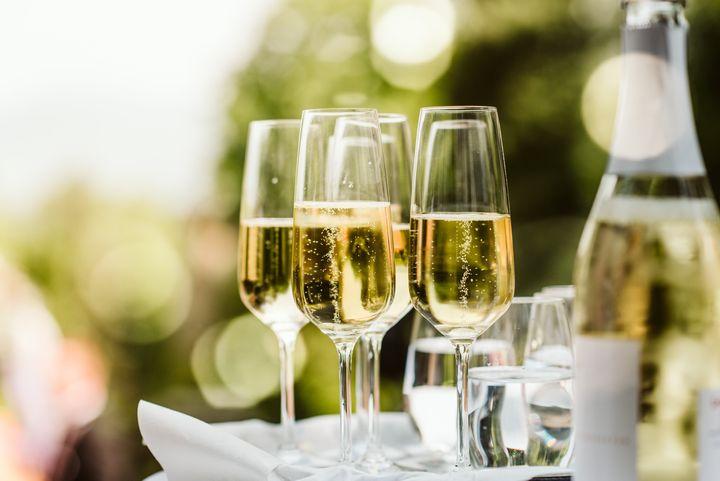 60 millions de consommateurs et Que Choisir ont publié leur guide des meilleurs champagnes de supermarché.