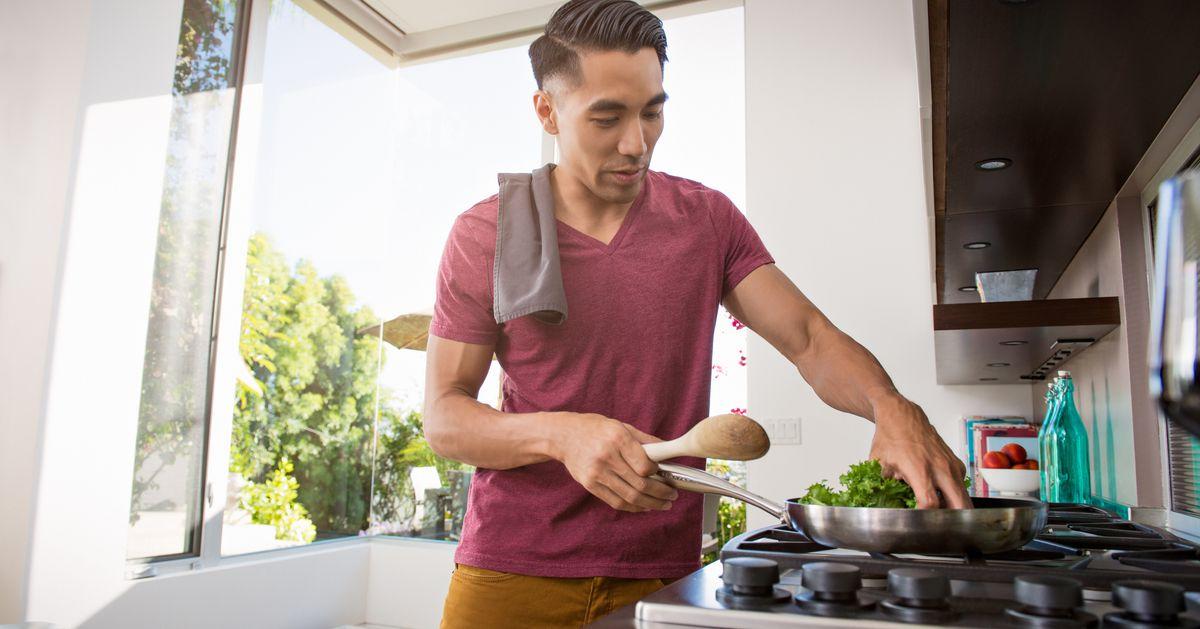Aprender a cozinhar pode te ajudar a prestar mais atenção ao que você come