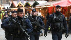 Le marché de Noël de Strasbourg ouvre ses portes, avec l'attentat dans tous les