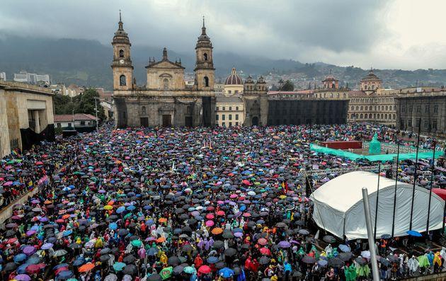 Miles de personas ocupan la Plaza de Bolívar durante el desarrollo del denominado Paro Nacional este...