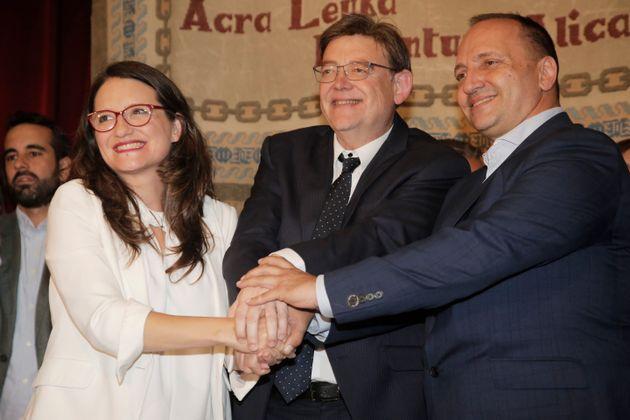 De izquierda a derecha, Mónica Oltra de Compromís, el socialista Ximo Puig y presidente...