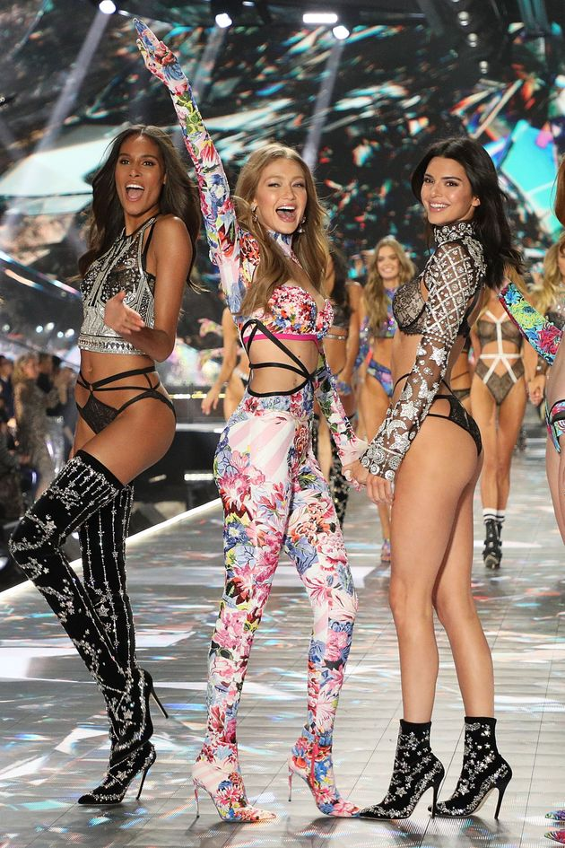NEW YORK, NY - NOVEMBER 08: Cindy Bruna, Gigi Hadid, and Kendall Jenner pose during the finale of the...