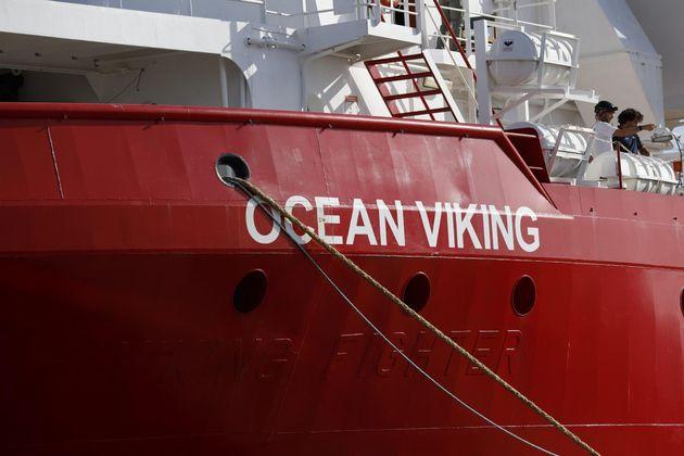 Migranti su tre navi in attesa di un porto sicuro. Sono 367, più di 200 sulla Ocean Viking