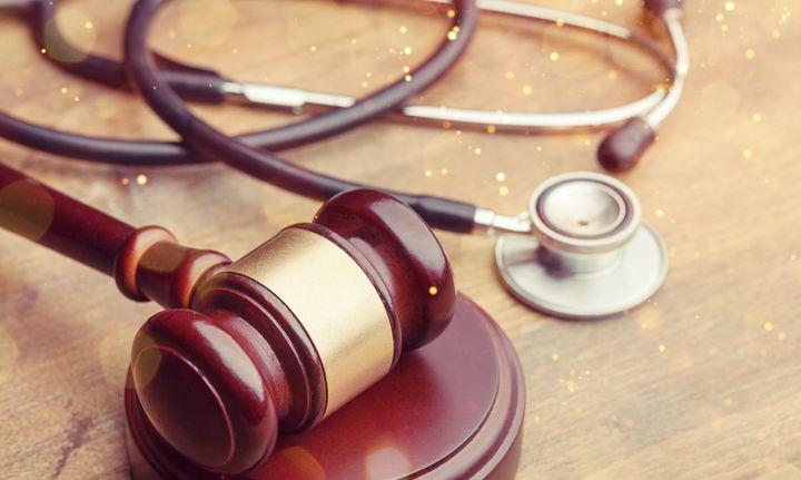 Deux médecins prennent la parole sur Le HuffPost pour s'ériger contre la levée du secret médical en cas de violences conjugales.