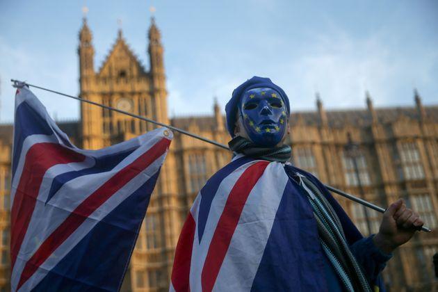 Un manifestant pro-européen à Londres devant le