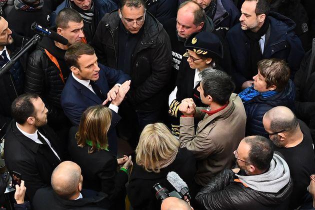 Emmanuel Macron et François Ruffin ont échangé ce vendredi 22 novembre au milieu...