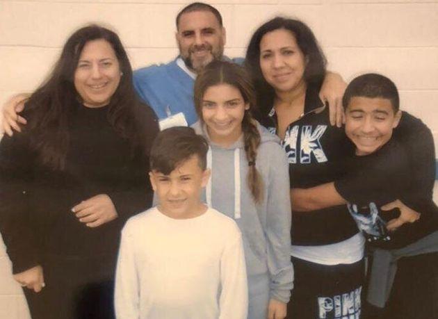 Pablo Ibar fue visitado por su mujer Tanya (arriba a la derecha), sus hijos Giorgio y Javier Andrés,...