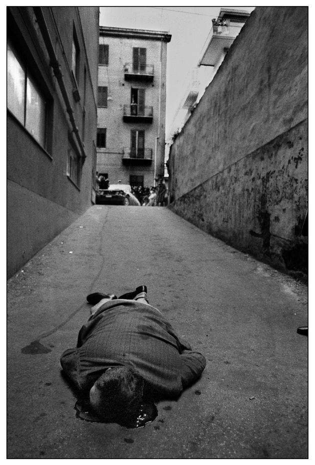 Letizia Battaglia ha fotografato la mafia come nessuno. Ecco una mostra mostra da non