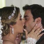 Britney e Abel se casaram em 'A Dona do Pedaço' com direito a beijo entre trans e cis na