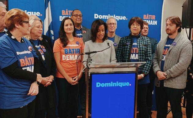 Dominique Anglade (centre) a officiellement lancé sa campagne pour devenir chef du Parti libéral,...