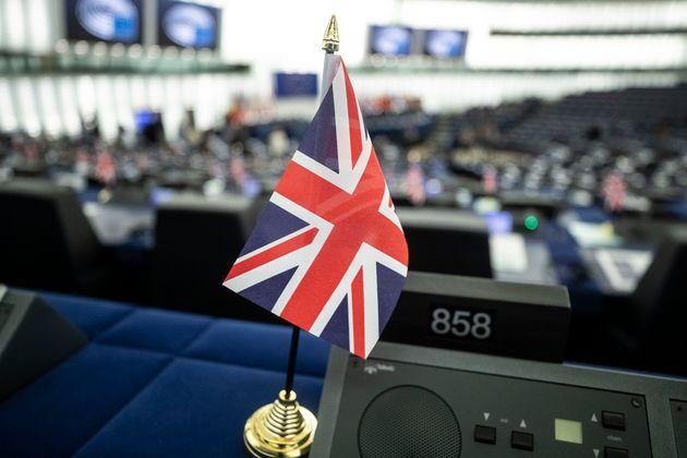 Bρετανία: Μειώνεται το προβάδισμα των Τόρις έναντι των