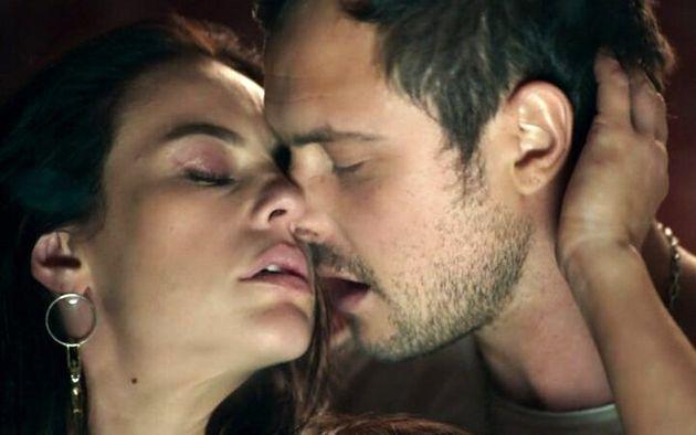Vivi e Chiclete (Paolla Oliveira e Sérgio Guizé) em cenas tórridas de amor e