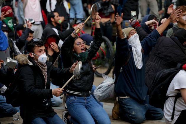 Κύμα ταραχών σε χώρες της Λατινικής Αμερικής - Νέες εκλογές στη