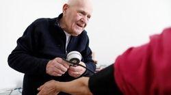 Ο γιατρός που έφτασε 98 ετών αλλά αρνείται να βγει στη