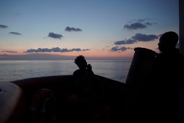 Lampedusa: 149 persone salvate, 5 cadaveri recuperati, tutte