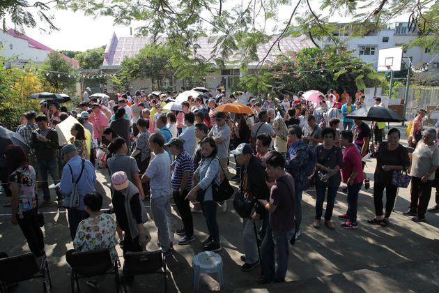 À Hong-Kong, les citoyensmassivement mobilisés pour les élections
