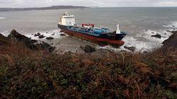 Fracasa el segundo intento para remolcar el buque 'Blue Star', encallado en Ares (A