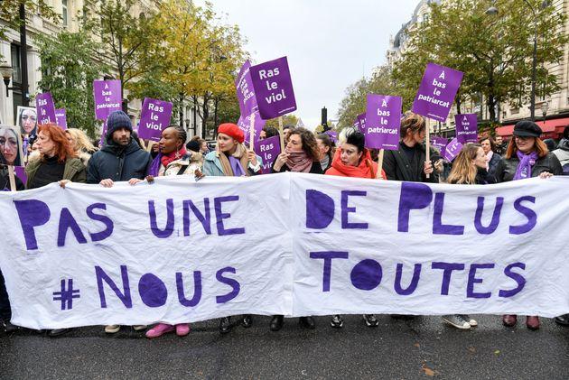 L'une des nombreuses banderoles du collectif #NousToutes dans la marche parisienne contre les violences...