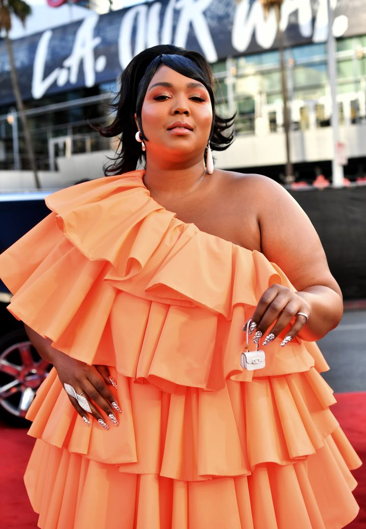 Lizzo attends the 2019 American Music Awards.