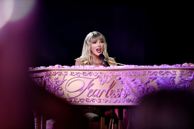 Taylor Swift performs onstage during the 2019 American Music