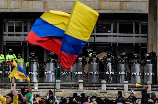 Συνεχίζεται η άγρια καταστολή των διαδηλώσεων στην Κολομβία - «Κοινωνικό διάλογο» ξεκινά ο