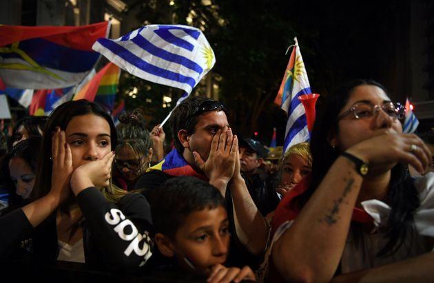 Simpatizantes del Frente Amplio en Montevideo la noche