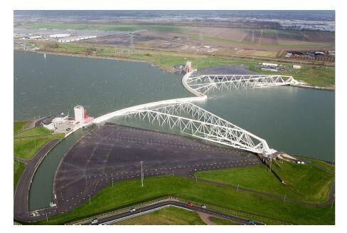 Fig. 3 Vista aerea delle barriere mobili di Maenslantkering, che proteggono la città di Rotterdam dalle...