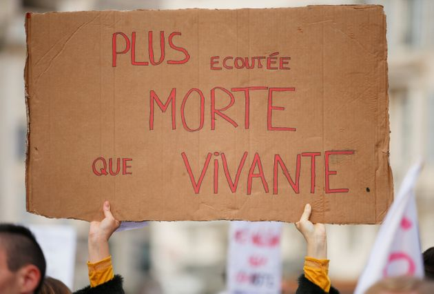 Une manifestante lors de la journée de mobilisation contre les féminicides et les violences...