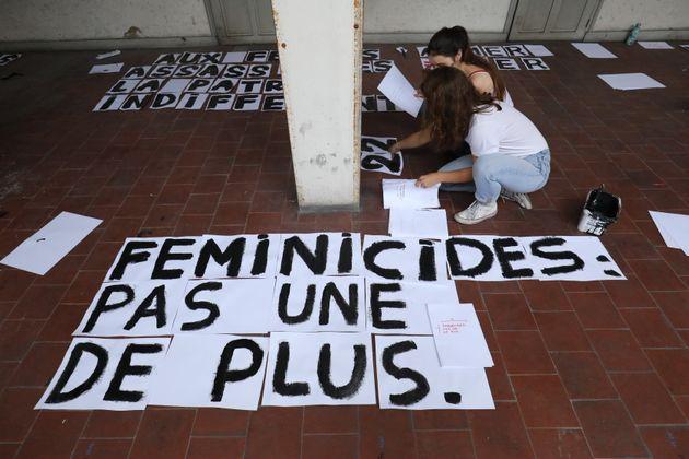 Collage Féminicide Paris a fait part de sa colère ce lundi 25 novembre, jour d'annonce...