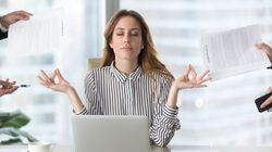 Πέντε γρήγοροι τρόποι χαλάρωσης στη δουλειά χωρίς να σηκωθούμε από το γραφείο