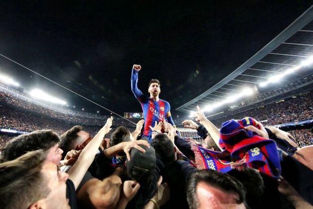 Lionel Messi celebra uno de los tantos durante la mítica remontado al PSG el Camp