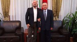 La protesta dell'opposizione per le foto di Grillo all'ambasciata cinese: sta con Hong Kong o con