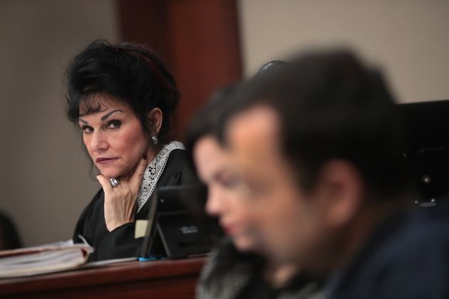 Judge Rosemarie Aquilina (L) looks at Larry Nassar (R) as he listens to a victim's impact