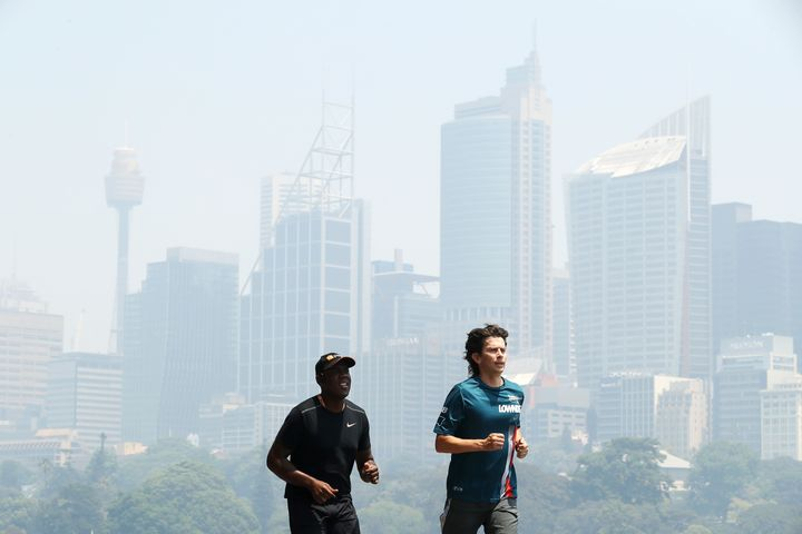 Doctors advise Australians to exercise indoors to avoid the bushfire smoke.