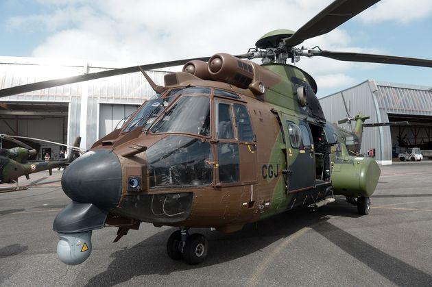 Un hélicoptère Cougar sur la base de