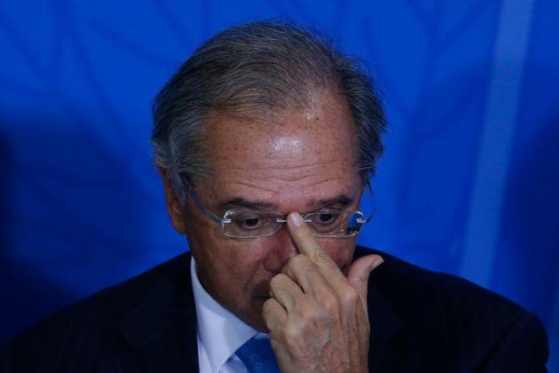 Após Eduardo Bolsonaro (PSL-SP), o ministro da Economia, Paulo Guedes, retomou a ideia de defender...
