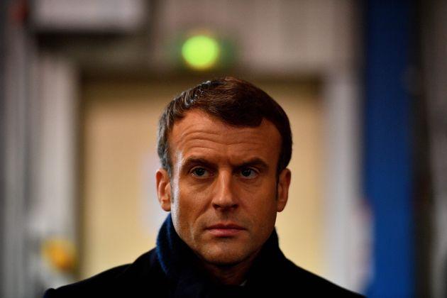 Macron non convince, non converte e trema davanti al