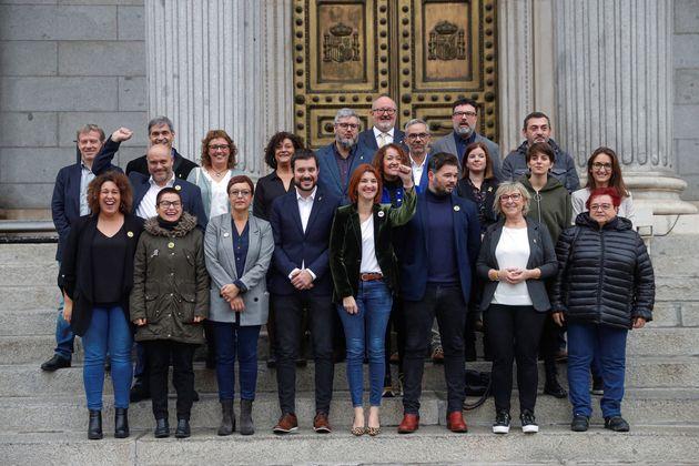 Los diputados y senadores de ERC tras presentar las credenciales en el