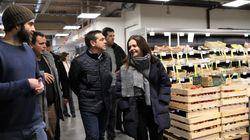 Τσίπρας στο Παρίσι: Ξενάγηση στο πρωτότυπο συνεργατικό σούπερ μάρκετ La