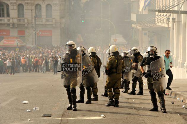 Ιδρύεται επιτροπή για την αστυνομική βία με πρόεδρο τον Nίκο