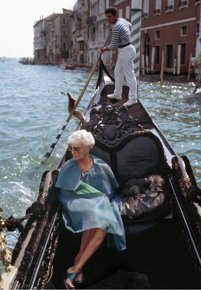 Peggy Guggenheim in gondola, Venezia, 1968