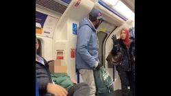 무슬림 여성이 지하철에서 봉변당하는 가족을 위해 나선