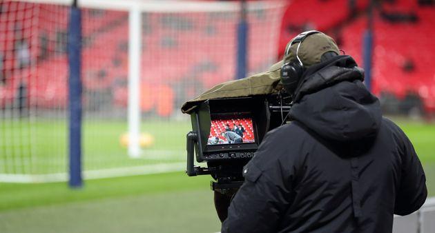 Lors de l'Euro 2020, qui se disputera dans douze pays, les matches en clair seront diffusés par...